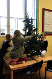 Die Vorbereitungen für die Weihnachtsfeier sind voll im Gange